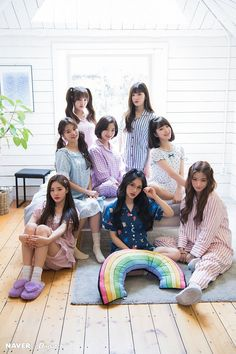 Day' mini album pajama party promotion by Naver x Dispatch. Bff Girls, Kpop Girls, Ulzzang Couple, Ulzzang Girl, Korean Ulzzang, Korean Girl, Cute Relationship Photos, Lgbt, Korean Best Friends