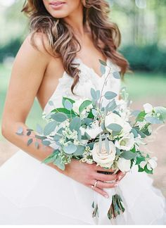 Elegant yard wedding, photo: Lauren Peele - Hochzeitsguide