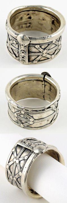 India - Rajasthan, Shekhawati region / Punjab | Heavy solid silver bracelet worn by the Jat women | Early 20th century || Sold
