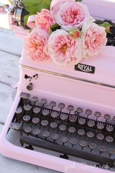 ♥ What I originally learned to type on, but my typewriter was a plain black one...