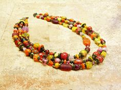 Boho Flowers - Bohemian kitsch fleurs et perles multicolores. Collier gypsy multicolore. Collier créateur perles mutlicolores. Collier Hippie Chic