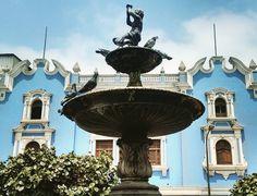 Pileta de la plaza Italia,  en  Barrios  Altos.