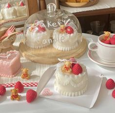 Korean Cake, Cute Candles, Candle Warmer, Tasty, Yummy Food, Cute Desserts, Perfect Breakfast, Pretty Cakes, Aesthetic Food