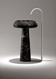 Blog da Revestir.com: Um luxo! Da Metalbagno Spazi,Lavatório de piso Nero Marquina,em mármore Nero Marquina, pedra nobre de origem espanhola, que é conhecida por sua cor negra mesclada com veios brancos marcantes