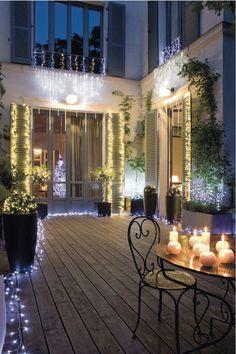 Terrasse illuminée (Guirlande lumineuse de 100 m de long, Truffaut)