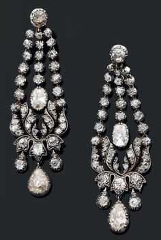 "Large pair of earrings ""chandeliers"" in gold and silver with diamonds old cut."