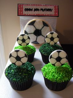 Use stickers or soccer ball shaped chocolate candy. Soccer cupcakes and sugar cookies Soccer Cookies, Soccer Cupcakes, Soccer Birthday Cakes, Soccer Cake, Soccer Party, Cute Cupcakes, Boy Birthday Parties, Cupcake Cookies, Sugar Cookies