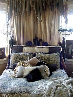 bed_pi8llows_low_res.jpg 768×1,024 pixels