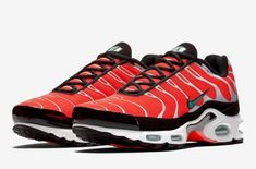 A Vibrant Orange Hits The Nike Air Max Plus          The latest colorway of the Nike Air Max Plus demands your attention as we take a look at this new iteration of the retro runner. This Air Ma... http://drwong.live/sneakers/nike-air-max-plus-orange-black/