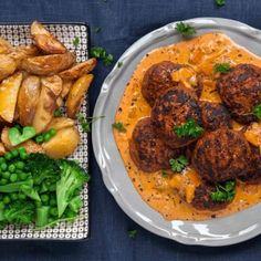 Ajvarbiffar med krämig paprikasås - Recept - Tasteline.com Baby Food Recipes, Meat Recipes, Cooking Recipes, I Love Food, Good Food, Yummy Food, Food Porn, Swedish Recipes, Happy Foods