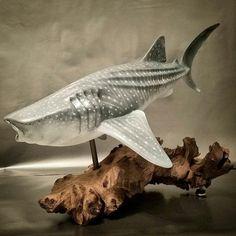 28 escultura de tiburón ballena