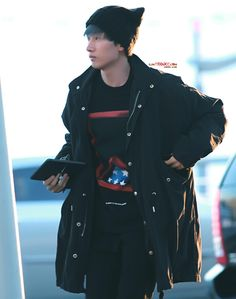 121210 SJM at Incheon Airport (to Malaysia) - Eunhyuk with new hair colour :)