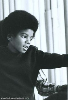 Michael Jackson - Cuteness in black and white ღ Paris Jackson, Mike Jackson, Jackson Family, Young Michael Jackson, Afro, Jazz, King Of Music, The Jacksons, Rare Pictures