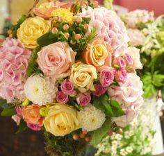 pale pink hyrangea, peach hypericum berries, 'pink ohara' roses, little dahlias, 'miss piggy' roses....