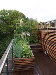 Genial takterrasse, hvorfor bygges det ikke flere slike? | Moseplassen Backyard Planters, Patio, Timber Planks, Pallet Painting, Pergola Shade, Garden Inspiration, Rooftop, Wood Projects, Outdoor Living