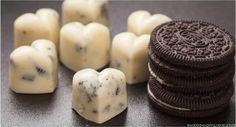 Backen macht glücklich | Oreo-Pralinen: Weiße Schokolade mit Keksstückchen | http://www.backenmachtgluecklich.de