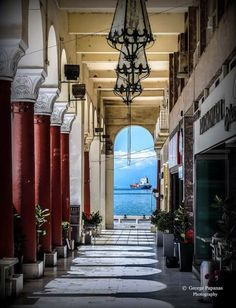 Aristotelous square is [maybe] the most beautiful spot of the town. Down-town in the heart of the city, it offers splendid view with many cafes and restaurants nearby. Wish we could find the photographer of this perfect shot! Thessaloniki, The Places Youll Go, Places To Visit, Beautiful World, Beautiful Places, Paradise On Earth, Greece Travel, Santorini, Athens