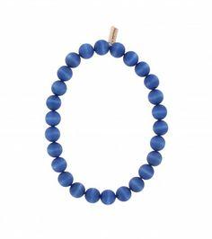 Handgefertigte Halskette der finnischen Manufaktur AARIKKA. #Halskette #Holzschmuck #Perlenkette  #stilvoll #zeitlos #elegant #blau #nachhaltig