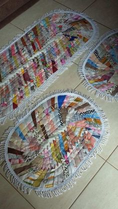 Tapete de Retalho Costurado Colchas Quilt, Quilt Blocks, Quilting, Recycled Rugs, Country Rugs, Watercolor Quilt, Homemade Rugs, Place Mats Quilted, Miniature Quilts