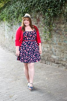 kathastrophal.de | Plus Size Summer Outfit - wearing a watermelon dress by Dorothy Perkins