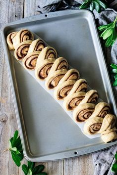Kanellängd is a Swedish cinnamon bread that is perfect for Christmas morning. The buttery filling is flavored with cinnamon and cardamom, m. Easy No Bake Desserts, Dessert Recipes, Baked Banana, Banana Bread, Peanut Butter Desserts, No Bake Bars, Salted Chocolate, Cinnamon Bread, Swedish Recipes