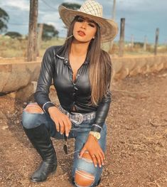 Fashion hats for women Sexy Cowgirl Outfits, Cute Country Outfits, Hot Country Girls, Rodeo Outfits, Cute Outfits, Cow Girl Outfits, Country Girl Style, Foto Cowgirl, Cowgirl Look