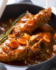 Stoofpotje van konijn met Provençaalse groenten Pureed Food Recipes, Meat Recipes, Dutch Recipes, Rabbit Food, Christmas Cooking, Food Inspiration, Love Food, Foodies, Food And Drink