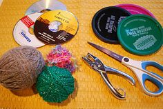 CD Weaving Tutorial:Make It. a Wonderful Life Turn unused CDs into weaving projects! Cd Crafts, Yarn Crafts, Arts And Crafts, Weaving Projects, Weaving Art, Art For Kids, Crafts For Kids, Cd Art, School Art Projects