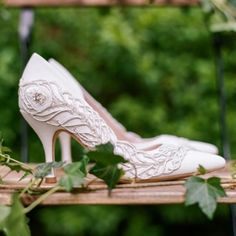 Our Amelia Feather Sweep in the wild..... #shoot #feather #weddingshoes #instashoe #bridalfashion #british #bridetobe #inspiration #shoesoutside beautiful image from our lovely US stockist @lwdbridal thank you x