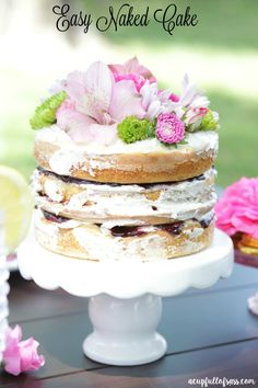 Easy Naked Cake you can make yourself. Such an easy recipe and your guest will love it!