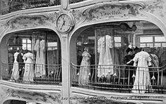 Les Galeries Lafayette, c. Antique Photos, Vintage Pictures, Vintage Photographs, Old Pictures, Old Photos, Paris 1900, Old Paris, Lafayette Paris, Galeries Lafayette
