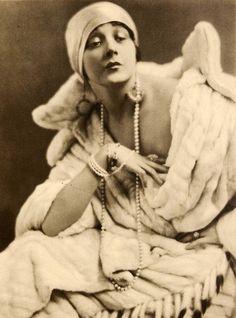 Barbara La Marr, 1923