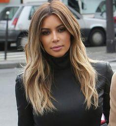 ▷ Trendy hairstyles - modern hair colors and haircuts-▷ Trendige Frisuren – mоderne Haarfarben und Haarschnitte medium hairstyles, kim kardashian, brown hair with blonde streaks - Kim Kardashian Cabelo, Kardashian Style, Kim Kardashian Hairstyles, Kim Kardashian Highlights, Khloe Kardashian Hair, Kardashian Wedding, Blonde Lace Front Wigs, Great Hair, Brazilian Hair