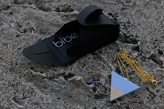 Hologramos Bibe ékszerek - UPTOSTYLE - Divat és Stílus magazin Concrete, Flip Flops, Sandals, Pendant, Men, Shoes, Fashion, Moda, Shoes Sandals