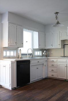 Love the side cabinet. I should add one beside the kitchen door.