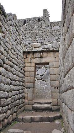Inca architecture - The use of dry-stone walls (Ashlar) - Machu Picchu by Jorge Lascar, via Flickr