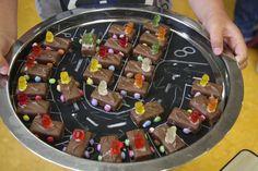 Matthijs 8 jaar Mars smarties en gummi beren !