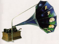 The Standard Model E - Edison Phonograph 1911, the only flowered horn sold by the Edison Company