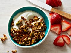 It's hard to find good gluten free foods to eat. Here's a great granola recipe to try from @FoodNetwork.