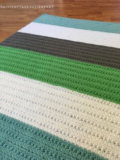 Crochet Blanket Pattern | Crochet Baby Blanket | Free Crochet Pattern | Color Block Crochet Blanket | Use this quick and easy crochet blanket pattern from Daisy Cottage Designs to create a gorgeous color block blanket for your next project.