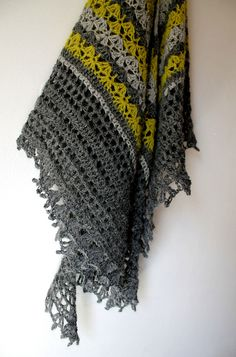 Crochet shawl. Link to the pattern is in the blogpost.