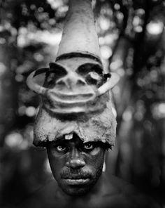☆ A Tribesman Daredevil of Vanuatu in Rangusuksuk, Pentecost Island :¦: Photographer Tomasz Gudzowaty ☆