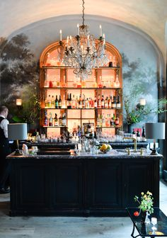 fave bar design for inside Interiors I love: Le Coucou - STACIE . Restaurant Design, Restaurant Bar, Restaurant Photos, Restaurant Interiors, Hotel Interiors, Roman And Williams, Chinoiserie, Chandeliers, Nyc Restaurants