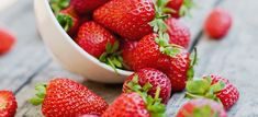 Savory Strawberries Recipes from PCC Markets includes arugula, beets and strawberries salad Easy Strawberry Desserts, Easy Summer Desserts, Summer Dessert Recipes, Homemade Soup, Köstliche Desserts, Cookies Et Biscuits, Sweet Recipes, Baking Recipes, Cheesecake