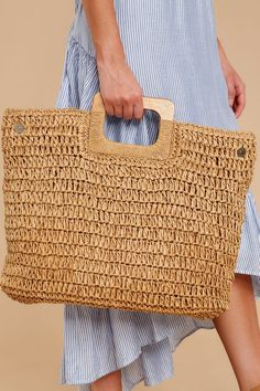 Wood handle straw handbag fashion tote for summer Straw Handbags, Tote Handbags, Trendy Handbags, Straw Tote, Basket Bag, Crochet Handbags, Brown Bags, Knitted Bags, Handmade Bags