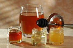 Leto nám dáva definitívne zbohom a prvé chladné dni sa môžu odzrkadliť aj na našom zdraví. Ak ste nachladli a trápi vás kašeľ, máme pre vás skvelý tip. Nordic Interior, Kefir, Alcoholic Drinks, Smoothie, Honey, Homemade, Recipes, Food, Home Remedies