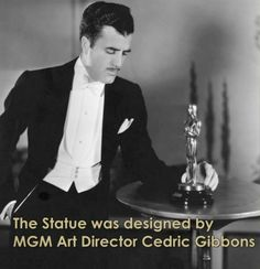Oscar ödül heykelciğini Metro Goldwyn Mayer'in sanat yönetmeni Cedric Gibbons tasarladı. Cedric Gibbons, o anda beş parçalı bir film makarası üstünde elinde kılıcıyla dikilen bir şövalye taslağını çizdi. Bu film makarasının beş halkası oyuncular, film yazarları, yönetmenler, yapımcılar ve teknisyenleri temsil eder.