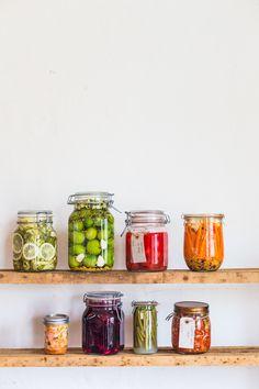 Fermentering hos Aarstiderne (The Food Club) Food Photography Styling, Food Styling, Jar Bar, Fermenting Jars, Chutney, Farm Lifestyle, Kitchen Witchery, Food Club, Kraut