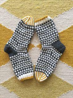 Knitting Machine, Knitting Socks, Patterns, Accessories, Wrist Warmers, Knit Socks, Block Prints, Art Designs, Models
