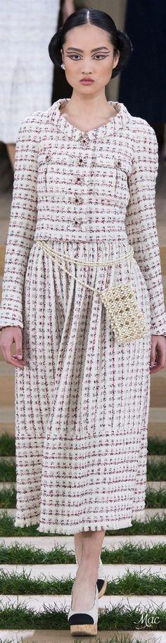 Spring 2016 Haute Couture Chanel                                                                                                                                                                                 Mais